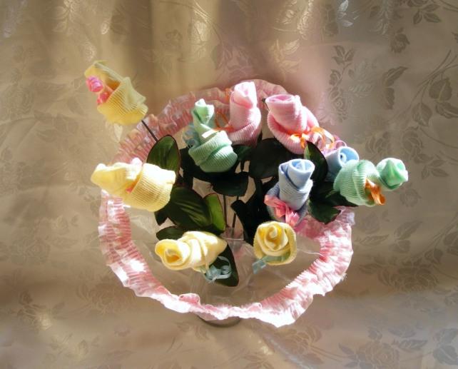 זר פרחים מגרביים לתינוק